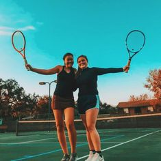 Within the last 30 years, the evolution of fashion has been around parallel with … Tennis Senior Pictures, Tennis Photos, Best Friend Pictures, Friend Photos, Tennis Photography, Tennis Clothes, Tennis Outfits, Tennis Workout, Hockey Girls