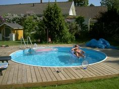 Above Ground Pool Decks, In Ground Pools, Pool Spa, Decks Around Pools, Kleiner Pool Design, Swimming Pool Decks, Small Pool Design, Stock Tank Pool, Cool Pools