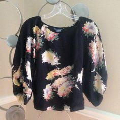 ✨ Silk dolman sleeve crop top Floral on black batwing crop top. Excellent condition. 100% silk. Tag gives size as 0, but easily fits up to 4. Lil Tops Crop Tops