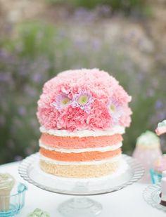Naked cake en degradé con corona de flores