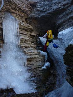 Ça y est le froid s'installe et la neige aussi .. peut être la chance dans quelques temps de pourvoir pratiquer le canyoning hivernal ou ICE Canyon .... A s