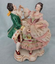 ANTIQUE DRESDEN CLASSICAL FIGURINE GROUP LACE PORCELAIN GERMANY