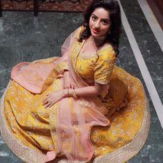 Indian Tv Actress, Indian Actresses, Tv Actress Images, Cute Couples Kissing, Most Beautiful Bollywood Actress, Deepika Singh, Bengali Saree, Hindi Actress, Cute Beauty