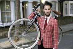 Love the bicycle and blazer. yani diyor ki; ceketle bisiklet iyiymiş hacu :D