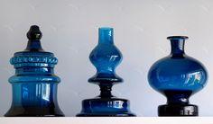 Fantastiskt glas har skapats i sydöstra Småland från 1910-talet och framåt. Idag (dec 2012) finns inte mycket kvar av denna unika konstglasindustri som vann världsrykte genom intimt samarbete mellan driftiga ägare, skickligt yrkesfolk och nytänkande formgivare. Glasbloggen är mitt lilla strå till stacken i historieskrivningen om glasriket. Kom ihåg att allt material är upphovsrättsstskyddat, både text och bilder. Vill du använda det på något sätt, vänligen kontakta mig. Nils…