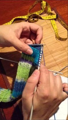 Étape du talon par Artisanat du Nord inc. Wool Socks, Knitting Socks, Knitting Stitches, Gilet Crochet, Slipper Socks, Fingerless Gloves, Arm Warmers, Youtube, Videos