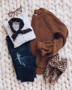 Large camel sweater + raw jeans + white t-shirt with long sleeves + leopard derbies . - Large camel sweater + raw jeans + white t-shirt with long sleeves + leopard derbies … # sleeves # - Raw Jeans, Ripped Jeans, Fall Winter Outfits, Autumn Winter Fashion, Casual Winter, Mode Outfits, Fashion Outfits, Womens Fashion, Outfits 2016