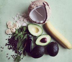 vegan mint - using avocado, banana and coconut milk Raw Vegan Recipes, Vegan Desserts, Delicious Desserts, Yummy Food, Healthy Recipes, Healthy Food, Carob Chips, Mint Chocolate Chips, Vegan Treats
