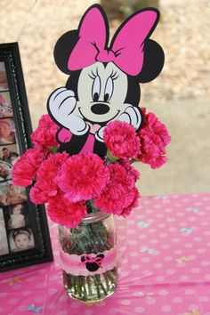 Minnie Mouse flower birthday centerpiece Minnie Y Mickey Mouse, Minnie Mouse Theme Party, Minnie Mouse 1st Birthday, Minnie Mouse Baby Shower, Minnie Mouse Birthday Decorations, Second Birthday Ideas, Third Birthday, 3rd Birthday Parties, Flower Birthday