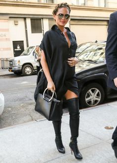 13 Looks da Chrissy Teigen grávida por aí - Fashionismo