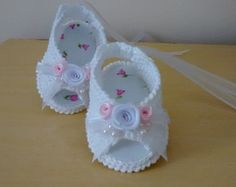 Peep Toe Sabrina Crochet Baby Sandals, Crochet Baby Booties, Crochet Hats, Kid Shoes, Baby Shoes, Crochet For Kids, Crochet Clothes, Fun Crafts, Peep Toe