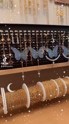 Diy Wire Jewelry Rings, Handmade Wire Jewelry, Diy Crafts Jewelry, Dainty Jewelry, Handmade Accessories, Bracelet Fil, Pearl Necklace Designs, Homemade Jewelry, Jewellery