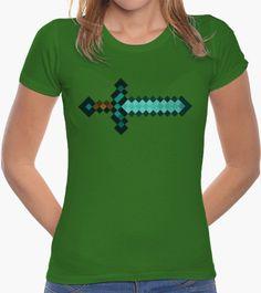 La legendaria y poderosa #espadadediamante de #minecraft! (Modelo Femenino) #camiseta #gamer #videojuego