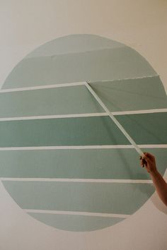 diy wall decor DIY Home decor - Circle Ombre Wall Painting- on a budget project DIY wall painting ombre circle with painters tape Creative Wall Painting, Diy Wall Painting, Tape Painting, Wall Paintings, Home Decor Paintings, Painted Wall Murals, Home Painting Ideas, Wall Painting Living Room, Bathroom Paintings