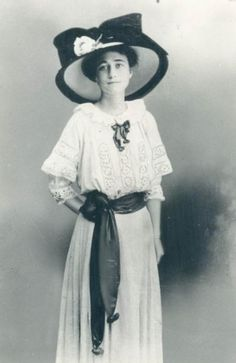 Young Wallis Simpson | Wallis Simpson as a young woman in the 1910s. Wallis Simpson, later ...