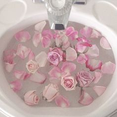 Sink of pink roses Flower Aesthetic, Pink Aesthetic, Nature Aesthetic, Princess Aesthetic, Aesthetic Images, Aesthetic Vintage, Pink Love, Pretty In Pink, Jess Woods