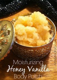 Moisturizing Honey Vanilla Body Polish This honey vanilla sugar scrub is perfect for a relaxing bath or at-home spa night! The ingredients are safe, and it only takes a few minutes to mix up a batch. Body Scrub Recipe, Sugar Scrub Recipe, Diy Body Scrub, Diy Scrub, Honey Sugar Scrub, Bath Scrub, Diy Lush, Diy Spa, Zucker Schrubben Diy