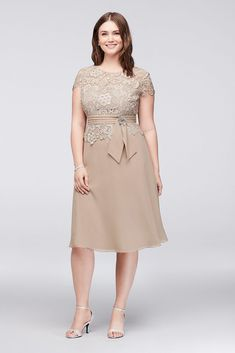 Plus Size Knee Length Short Sleeves Lace Mother of the Bride Dress Style 1720981DB