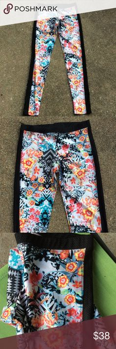 Onzie SKY leggings.Read description Worn once,black straps on sides are perfored Onzie Pants Leggings