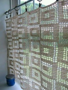 Crochet curtains is a perfect way to make a small change to the kitchen. You can choose any crochet pattern and create your own curtains design. Filet Crochet, Crochet Diy, Crochet Home Decor, Love Crochet, Beautiful Crochet, Crochet Crafts, Crochet Projects, Crochet Ideas, Crochet Curtain Pattern
