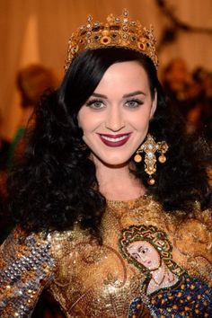 Katy Perry's Hair History: A hairdo fit for a queen