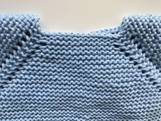 1v. Todos los puntos del derecho Diy Crafts Knitting, Knitting For Kids, Baby Knitting, Crochet Baby, Knitted Baby Clothes, Knitted Hats, Girl Doll Clothes, Diy Clothes, Baby Patterns