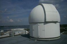 Der Blick in die sternenklare Nacht ist ein Naturerlebnis der besonderen Art. Umso schöner ist es, dass wir an der Fachhochschule Kiel eine eigene Sternwarte haben. Das Beobachtungsinstrument ist ein Schaer-Refraktor mit einer Objektivlinse von 200 mm Durchmesser und einer Brennweite von 3000 mm - mehr Informationen gibt es hier: http://www.fh-kiel.de/index.php?id=sternwarte&L=0