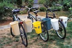 Make your own low-cost bike basket, or pannier, with 16 qt. trash cans, drill holes under the rim, tie to the book rack with nylon rope. Rear Bike Basket, Bicycle Basket, Bike Baskets, Motorcycle Camping, Camping Gear, Bicycle Panniers, Cargo Bike, Bicycle Accessories, Just In Case