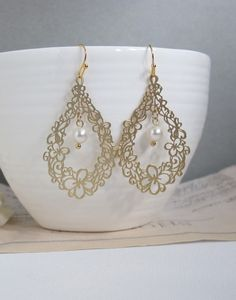 Gold Floral Earrings. Flower Filigree Teardrop and Swarovski Pearl earrings. Wedding Bridal Bridesmaid Ear Jewelry