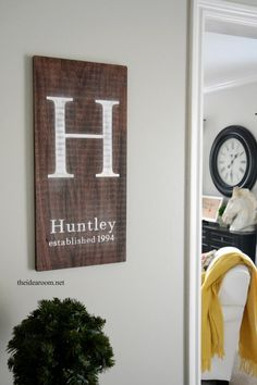 Make your own DIY Monogrammed Initial Sign for your entryway or living room with this quick and easy home decor craft tutorial. Wooden Diy, Wooden Signs, Diy Spring, Farmhouse Side Table, Ideias Diy, Room Decor, Wall Decor, Wall Art, Do It Yourself Home