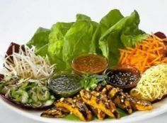 Thai Lettuce Wraps From The Cheesecake Factory Cheese Cake Factory, The Cheesecake Factory, Thai Chicken Lettuce Wraps, Lettuce Wrap Recipes, Veggie Wraps, Chicken Satay, Chicken Tacos, Thai Salat, Salat Wraps