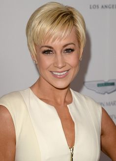 short hairstyles for women over 40..,,,,,