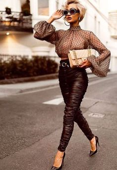 Many full-time worker like you are struggling to find the best work outfit this season. This article will show you many winter outfit inspirations to try. Black Women Fashion, High Fashion, Fashion Beauty, Fashion Looks, Womens Fashion, Feminine Fashion, Ladies Fashion, Luxury Fashion, Chic Outfits