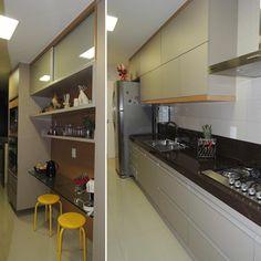 """26 curtidas, 2 comentários - Simone Villela (@simonevillelaarquiteta) no Instagram: """"Cozinha compacta porém eficiente e elegante! Equipamentos da @Mgerais Projeto…"""""""