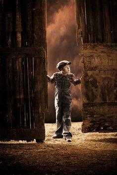 Little Farm Boy At Barn Doors.reminds me of my cousins in Missouri Country Girl Life, Country Boys, My Little Lover, Farm Boys, Country Scenes, Back Road, Farms Living, Down On The Farm, Country Charm