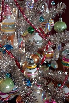 50 New ideas for vintage christmas tree decorations mom Silver Christmas Tree, Old Christmas, Antique Christmas, Vintage Christmas Ornaments, Xmas Tree, Christmas Greetings, Glass Ornaments, Tinsel Tree, Silver Ornaments