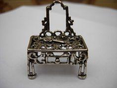 Online veilinghuis Catawiki: Zilver miniatuur van een kaptafel, Nederlands werk