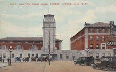 MOOSE JAW , Saskatchewan , Canada , 00-10s ; CP Railroad Station from Mn St