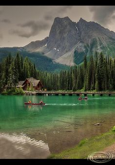 Emerald Lake - Canada Peaceful and lovely . Emerald Lake is located in Yoho National Park, British Columbia. It is the largest of Yoho's 61 lakes and ponds. Due to its high altitude, the lake is frozen from November until June. The vivid turquoise Yoho National Park, National Parks, Lac Canada, Alberta Canada, Places To Travel, Places To See, Places Around The World, Around The Worlds, Emerald Lake