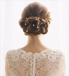 ぜったい『今日、最高に可愛い♡』って言われる!ゲスト皆があなたに恋する花嫁アップヘアスタイル10選♩にて紹介している画像