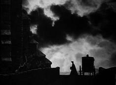 """""""Jane Eyre"""" de  George Barnes (1944) avec Joan Fontaine et Orson Welles, d'après le roman de Charlotte Brontë. """"Isoler un espace comme foyer de la hantise""""."""