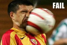 15 Embarrassing Moments in Sports (funny sports pics, funny sports pictures) - ODDEE Funny Soccer Pictures, Funny Photos, Cool Pictures, Time Pictures, Chuck Norris, Embarrassing Moments, Funny Moments, Foto Effects, Sports Fails
