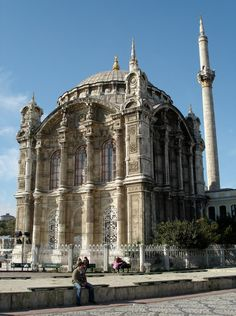 'ORTAKOY MOSQUE: was built by (Armenian Architect) Nigogos Balyan, in Baroque-style for Sultan Abdulmecit, between in Istanbul. Nigogos new style was tried in This mosque and Dolmabahce Mosque.' (Traces of Archaeology and History and Art) Religious Architecture, Historical Architecture, Ancient Architecture, Beautiful Architecture, Art And Architecture, Unique Buildings, Beautiful Buildings, Islamic World, Islamic Art
