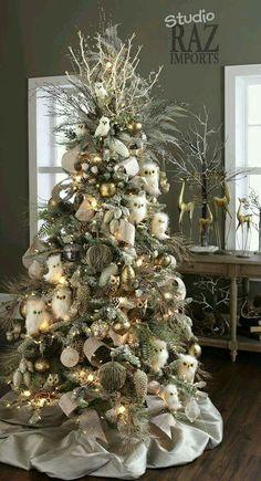 Wintry woodsy Christmas tree