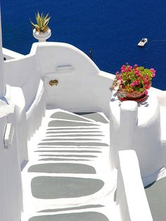 Santorini, this photo is so accurate. I don't know how they keep the walls so white, but it's absolutely beautiful!