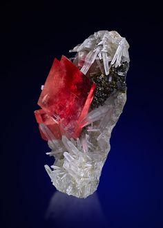 "Rhodochrosite et Quartz de Sweet Home Mine, Mount Bross, Alma District, Park Co., Colorado, USA (pièce de ""Saphiraminerals"")"