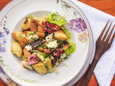 Salada rústica com gorgonzola e porcelanas da Germer