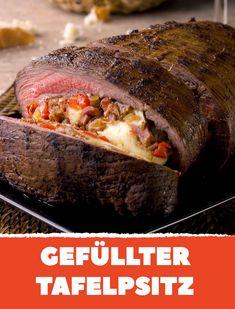 Das zarte Rindfleisch mit leckerer Füllung zergeht auf der Zunge! #rezept #rezepte #kochen #rind #tafelspitz #festessen #paprika #mozzarella #bacon #soße #rotwein #pflaumenmus