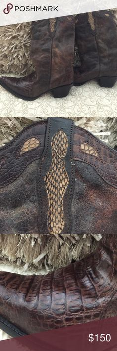 Women's Buitre' Cowboy Boots Bought in Mexico.  Nice looking boots!! Right boot dies have a small crack in the skin but should be easy to repair.  Picture attached. Buitre' Shoes