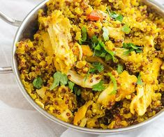 This gluten free chicken recipe that you can make on the weekend for meal prep is PERFECT for my healthy diet. I am so happy I found this Healthy Chicken and Quinoa. Is is easy to make and SO full of flavor. Quinoa Gluten Free, Gluten Free Chicken, Baked Chicken Recipes, Crockpot Recipes, Tumeric Chicken, Healthy Dinner Recipes, Meal Prep, Grains, Diet